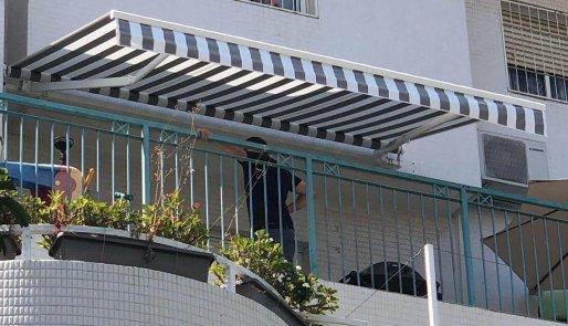 סוככי זרועות מתקפלים למרפסת
